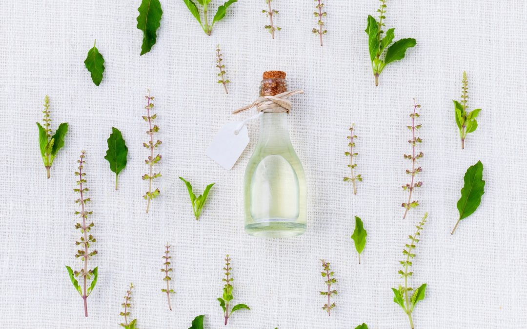 A Guide to Essential Oil Uses & List of Best Oils